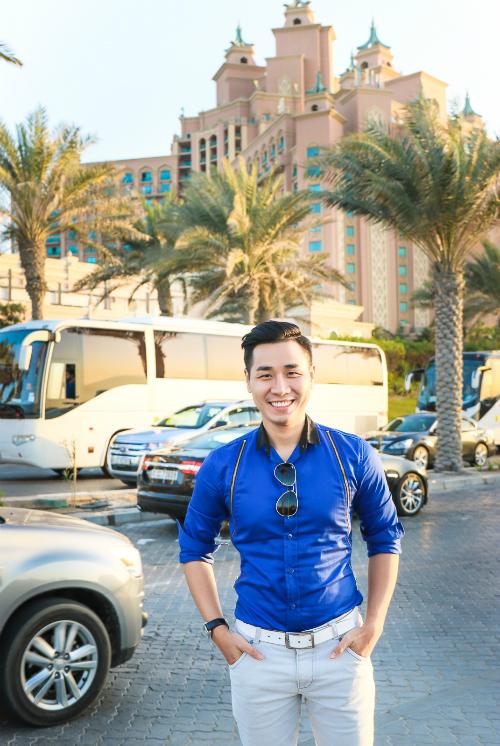 Tự thưởng cho mình sau một năm thành công, Nguyên Khang đã có chuyến đi đến hai quốc gia là Abu Dhabi (thủ đô của UAE) và Dubai. Là một fan của nhiều bộ phim nổi tiếng hành động nổi tiếng như Fast and Furious 7, Mission Impossible  Ghost Protocoi, anh đã có dịp mãn nhãn với thành phố của những siêu xe, những kỷ lục thế giới và cả kỳ quan nhân tạo nổi tiếng đảo Cọ.