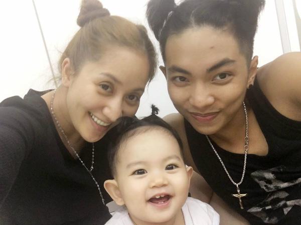 Gia đình Kubi cùng quậy với kiểu tóc hai bên siêu nhắng nhít.