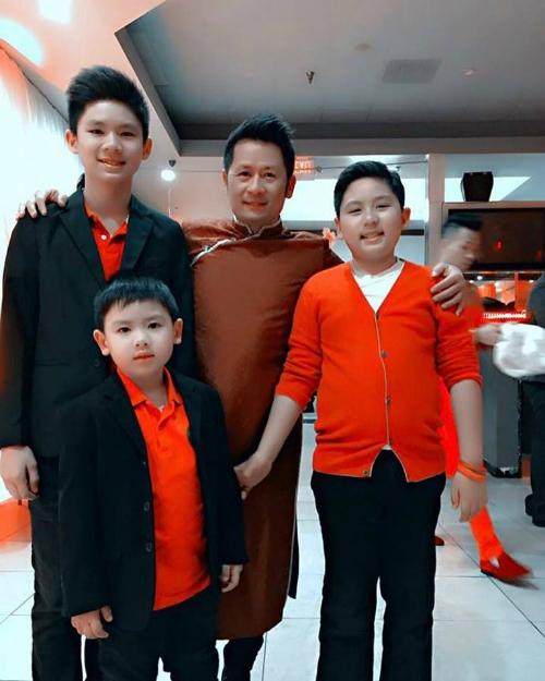 Sau chuỗi ngày bận rộn dịp Tết, Bằng Kiều mới có thời gian quây quần với 3 cậu quý tử.