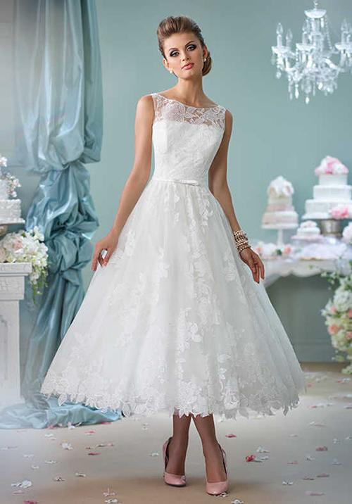 [Caption]Váy vừa toát lên sự lãng mạn mà trẻ trung nhờ phom váy xòe bồng bềnh.