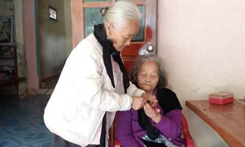 Người phụ nữ 12 năm chăm sóc bà thông gia