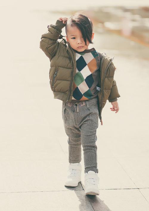 con-trai-do-manh-cuong-mac-chat-xuong-pho-9