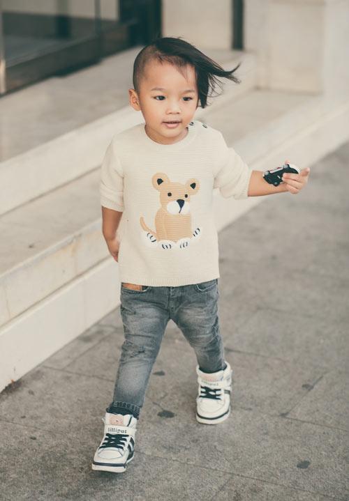 con-trai-do-manh-cuong-mac-chat-xuong-pho-5