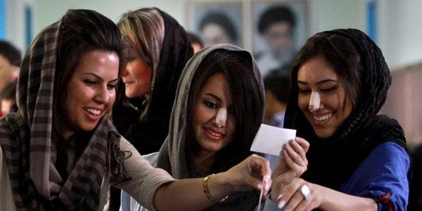 Phụ nữ Iran rất coi trọng chiếc mũi cao, thẳng tắp. Hàng năm, có tới 200.000 lượt phụ nữ Iran phẫu thuật nâng mũi.