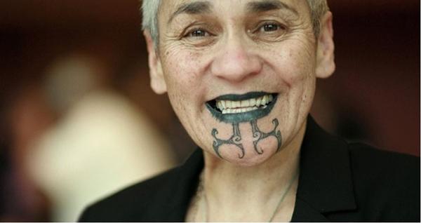 Xăm mình được coi là một nghi lễ thiêng liêng ở New Zealand. Những hình xăm biểu hiện vẻ đẹp, sức mạnh và khả năng sinh sản của phụ nữ cũng như ý thức trách nhiệm của nam giới trưởng thành.