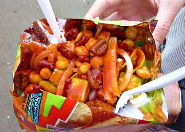 Tostilocos là món ăn được bày bán ở hầu hết các rạp chiếu phim và sân vận động tại Mexico. Món ăn đường phố này bao gồm bánh ngô, dưa chuột, củ đậu, đậu phộng trộn với sốt cay và nước cốt chanh.