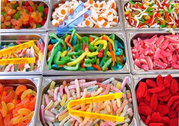 Rạp chiếu phim tại Phần Lan cung cấp nhiều loại kẹo dẻo hương vị trái cây cho khách hàng lựa chọn.