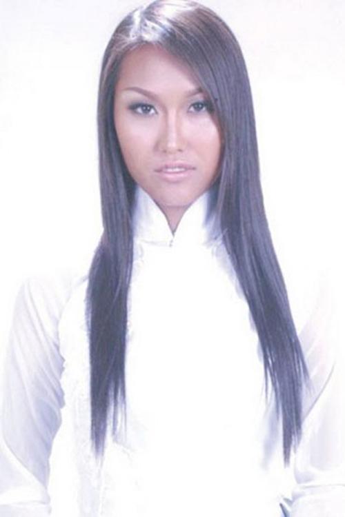 Năm 1997, Phi Thanh Vân gặp tai nạn nên phải phẫu thuật nắn lại mũi. Đây là lần đầu tiên cô đụng dao kéo.