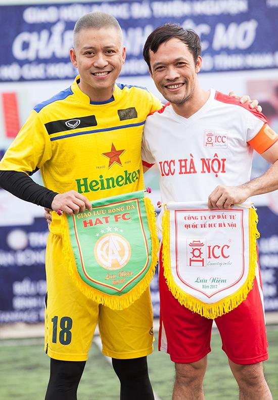 uấn Hưng và đội trưởng Phạm Minh của đội ICC.
