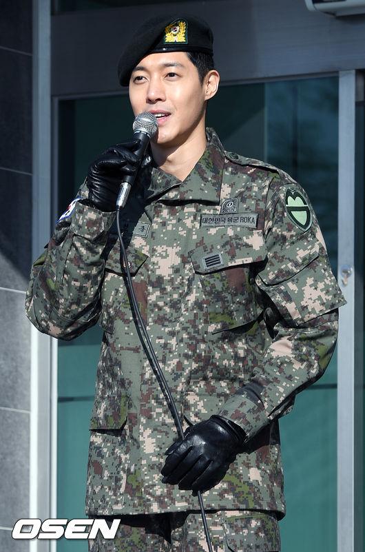 Ngôi sao Hàn cho biết việc đầu tiên sau khi rời quân ngũ là anh sẽ về gặp bố mẹ, sau đó là gặp mặt người hâm mộ.