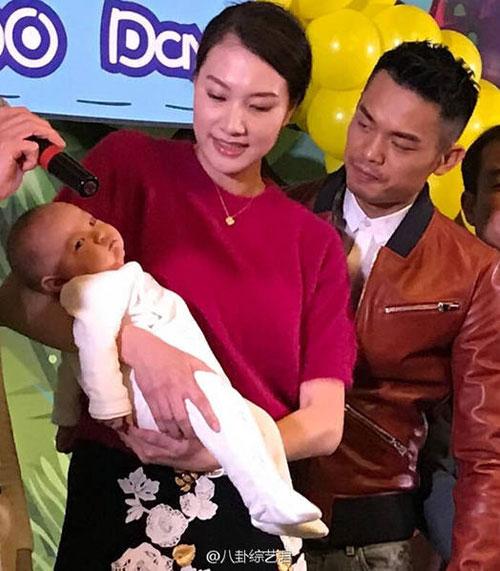 Hôm 12/2 đúng ngày lễ Nguyên tiêu của Trung Quốc và cũng là ngày cậu con trai nhỏ của vợ chồng Lin Dan tròn 100 ngày tuổi.