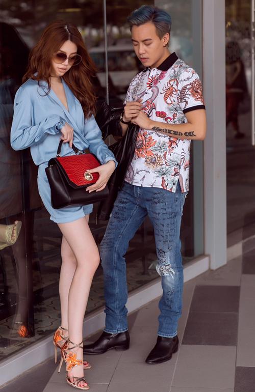 Bộ hình là gợi ý thú vị cho những cặp đôi muốn làm mới mình trong ngày Lễ Tình nhân năm nay. Đặc biệt, trong ngày Valentine, khi mua sắm tại cửa hàng Versace Jeans và Just Cavalli, bạn sẽ nhận được những phần quà thú vị.