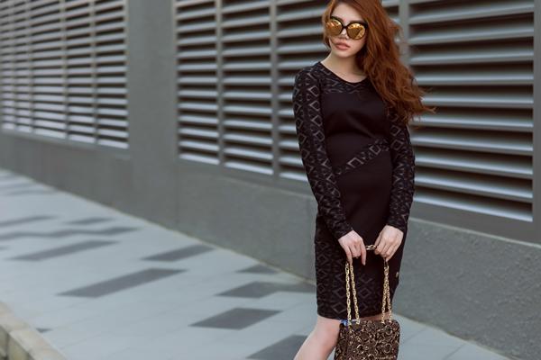 Sắc đen quyến rũ trong thiết kế đầm ôm tôn đường cong cơ thể giúp phái đẹp tự tin tỏa sáng tại các bữa tiệc.
