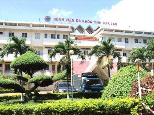 Cháu bé đang được điều trị tại bệnh viện đa khoa tỉnh Đắk Lắk.