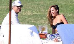 Vợ chồng Jessica Alba 'trốn con' đi nghỉ dưỡng dịp Valentine