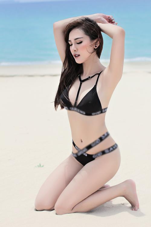 kelly-khoe-duong-cong-sexy-voi-ao-tam-3