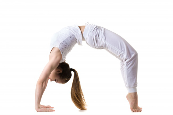 6-dong-tac-yoga-giup-lam-tang-kich-thuoc-vong-mot-4