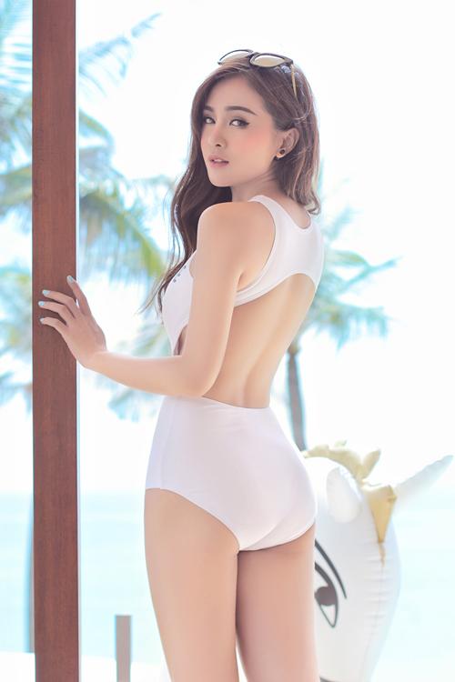 kelly-khoe-duong-cong-sexy-voi-ao-tam-4