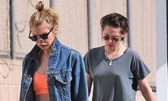 Kristen Stewart thả rông ngực đi chơi Valentine với người tình đồng giới