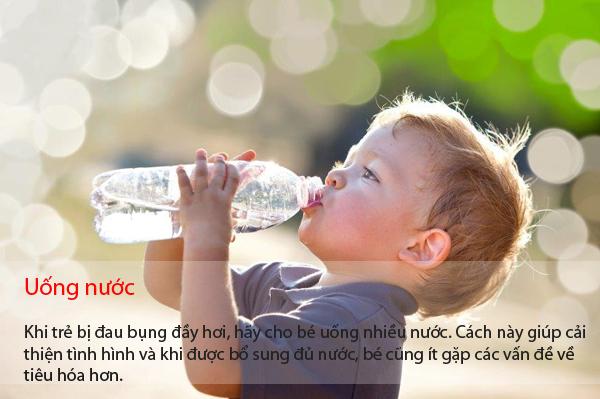 7-cach-tri-dau-bung-day-hoi-khong-dung-thuoc-cho-tre-3