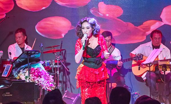 y-lan-hanh-phuc-khi-nhan-duoc-hoa-chong-gui-4