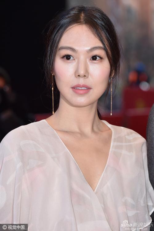 kim-min-hee-tinh-tu-voi-nguoi-tinh-giua-scandal-cuop-chong-3
