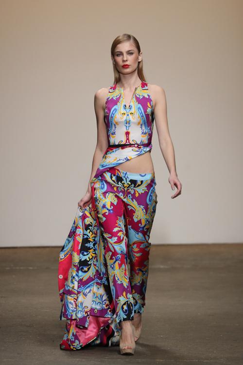 nha-thiet-ke-viet-trinh-dien-tai-new-york-fashion-week-4