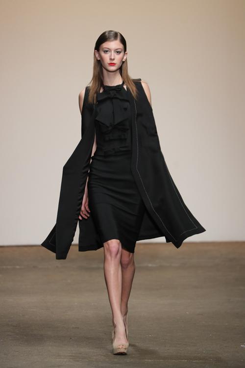 nha-thiet-ke-viet-trinh-dien-tai-new-york-fashion-week