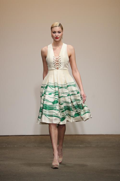 nha-thiet-ke-viet-trinh-dien-tai-new-york-fashion-week-1