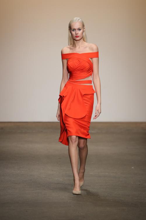 nha-thiet-ke-viet-trinh-dien-tai-new-york-fashion-week-2