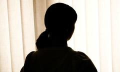 Hồi ký của cô gái từng bị 12 gã đàn ông cưỡng hiếp một đêm
