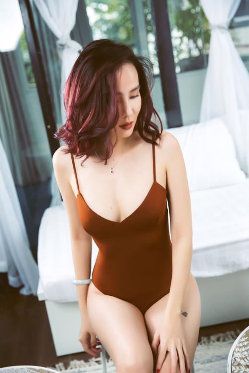 duong-yen-ngoc-dien-noi-y-khoe-hinh-the-sexy