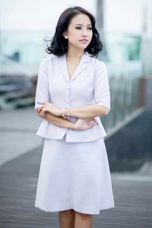 Phong cách hiện đại, hình ảnh gần gũi với giới nữ văn phòng sành điệu giúp Vân Hugo trở thành nàng thơ của nhiều thương hiệu Việt.