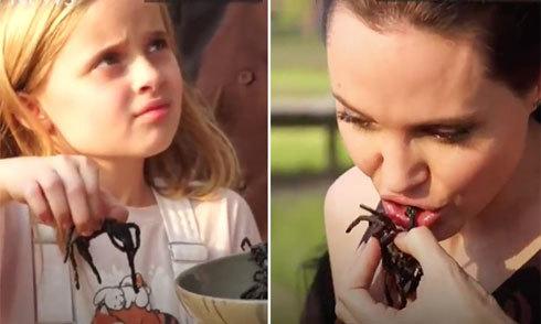 Jolie và các con thích thú ăn nhện, bọ cạp ở Campuchia