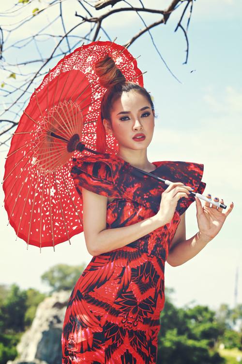phuong-trinh-jolie-khoe-sac-trong-trang-phuc-a-dong-2