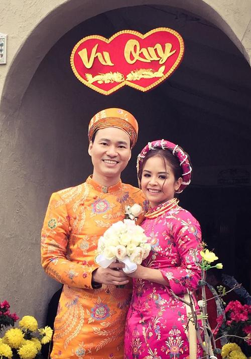 Ca sĩ Đình Bảo chấm dứt đời độc thân ở tuổi 36. Vợ anh tên Helen Nguyễn, sinh năm 1982.