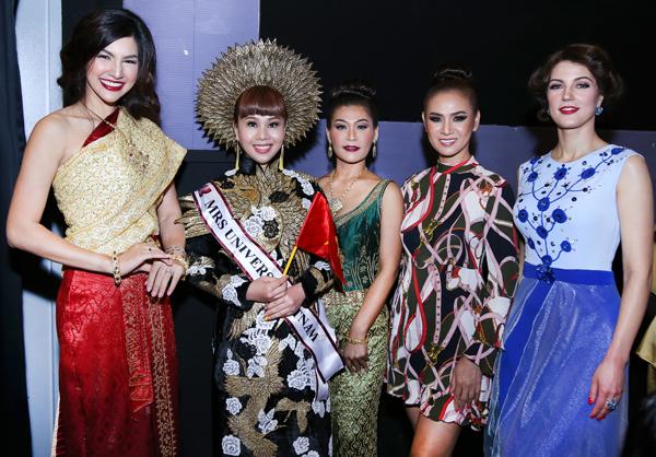 hang-nguyen-gay-an-tuong-voi-ao-dai-vo-cong-khanh-7