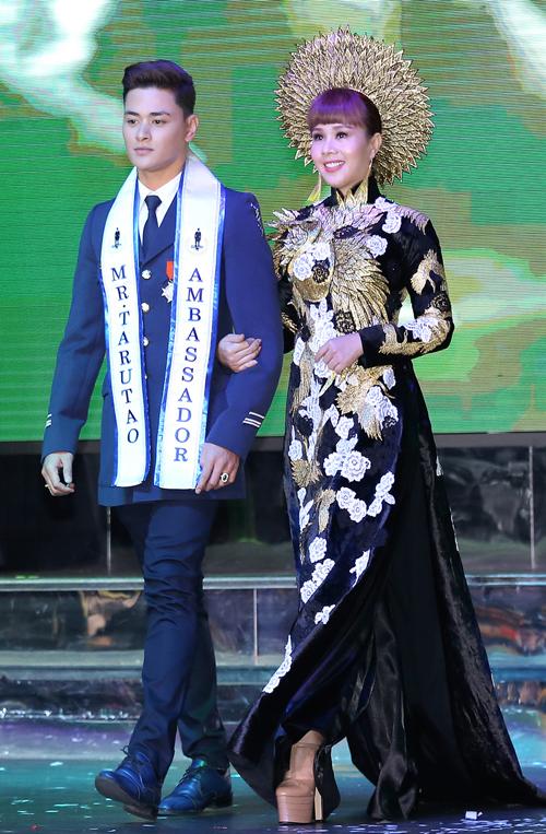 hang-nguyen-gay-an-tuong-voi-ao-dai-vo-cong-khanh-8