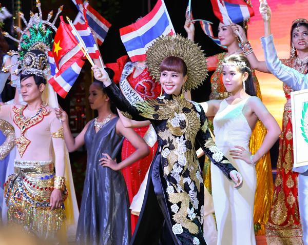hang-nguyen-gay-an-tuong-voi-ao-dai-vo-cong-khanh-9