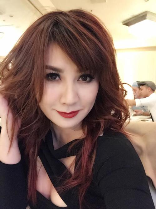 Trizzie Phương Trinh tranh thủ selfie trước khi
