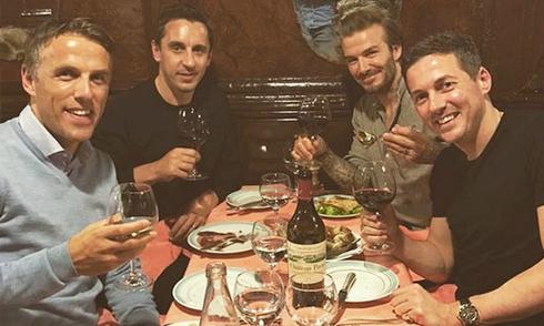 Becks ăn tối với nhóm bạn thân sau sự cố gẫy răng