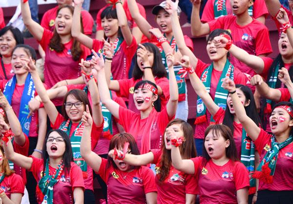dan-hot-girl-theo-chan-cong-phuong-toi-long-an-4