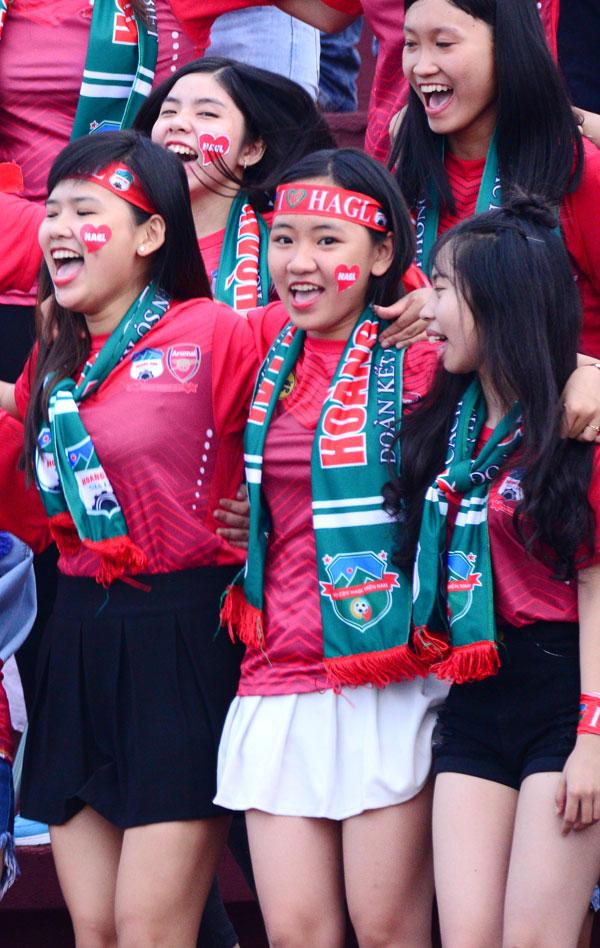 dan-hot-girl-theo-chan-cong-phuong-toi-long-an-9
