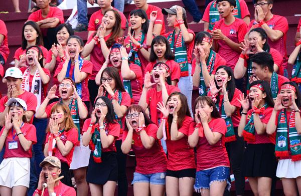 dan-hot-girl-theo-chan-cong-phuong-toi-long-an-3