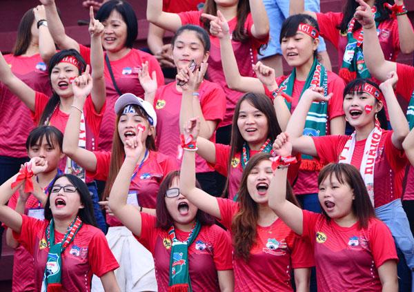 dan-hot-girl-theo-chan-cong-phuong-toi-long-an-10