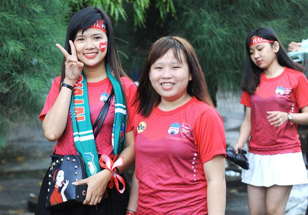 dan-hot-girl-theo-chan-cong-phuong-toi-long-an