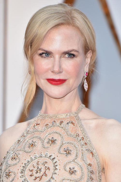 Màu tóc, váy áo, Nicole Kidman