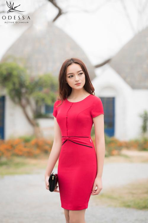Đầm ôm với đường nét cut out sang trọng giúp khắc phục các nhược điểm của cơ thể.