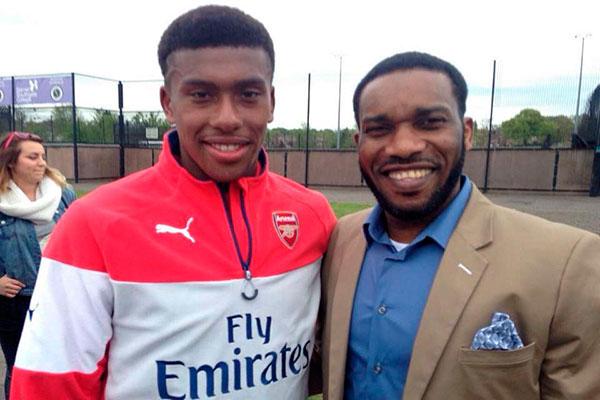 huyền thoại của ĐT Nigeria lại là chú ruột của Iwobi - tiền đạo trẻ đang thi đấu hết sức ấn tượng trong màu áo Arsenal.