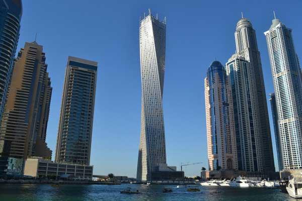 Dubai có những tòa nhà cao hàng trăm tầng mọc nhau san sát.